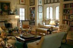 Wonderful Palmetto Life: Living room with great window seat and bookshelves Home Living Room, Living Room Designs, Living Room Decor, Living Spaces, Estilo Colonial, English Interior, English Country Decor, Modern Country, Cottage Interiors