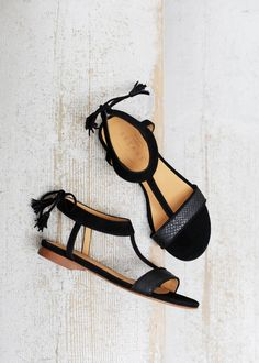 Sezane black sandals - Summer Must-Have - Shoes for your destination wedding or honeymoon