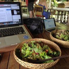 Coworking office for 'digital nomads' with a raw food Cafe. Raw Food Recipes, Healthy Recipes, Vegan Food, Healthy Picnic Foods, Healthy Life, Healthy Eating, Healthy Food, No Calorie Snacks, Aesthetic Food