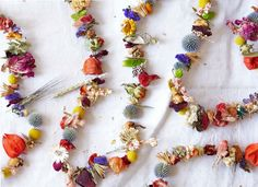 Make It By Monday: A Dried Floral Garland To Save Summer Blooms - The Chalkboard Learn to make this darling garland and preserve summer's finest blooms throughout the winter months! Flower Garland Wedding, Floral Garland, Flower Garlands, Wedding Flowers, Home Design, Diy Design, Dried Flowers, Paper Flowers, Dried Flower Wreaths