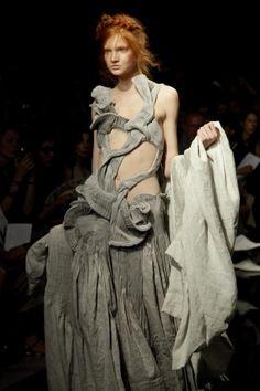 Yiqing Yin Couture Fall/Winter 2012 Paris