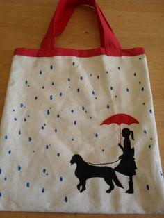 Sacola retornável, para poucas compras ou para levar um pequeno lanche. Confeccionada em tecido de algodão cru, com pintura feita à mão....