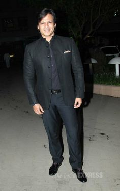 Vivek Oberoi looks dapper in all black at Raghav Sachar and Amita Pathak's wedding. Bollywood Actors, Bollywood Fashion, Divya Dutta, Vivek Oberoi, Rohit Shetty, Amitabh Bachchan, Looking Dapper, Latest Pics, All Black