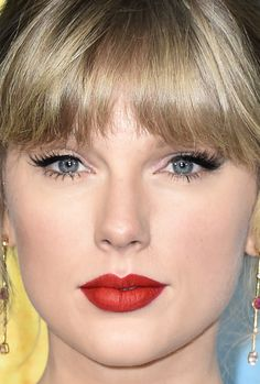 From Red Lips to Glittery Eyeshadow: 21 of the Best Skin, Hair and Makeup Looks Lately Glossy Lips, Red Lips, Red Lip Makeup, Hair Makeup, Blond, Berry Lipstick, Full Brows, Celebrity Makeup, Celebrity Skin