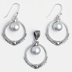 Set cercei și pandantiv Aruna, argint și perle de cultură, India  #metaphora #jewellery #jewelryset #silver #earrings #pearl #pearls #india