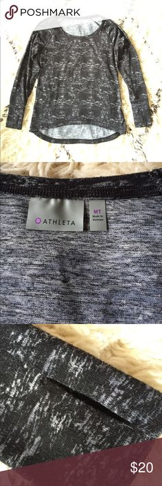"""Athleta High Low Sweater Gently used. Super comfy style with thumbholes. Wide neck. 96% polyester, 4% spandex. I'm 5'9"""" and this sweater was a great length for me 😊 Athleta Sweaters Crew & Scoop Necks"""