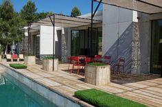 Les Blanches de Payzac Patio, Outdoor Decor, Magazine, Boutique, Holiday, Home Decor, Gardens, Bay Windows, Modern Townhouse