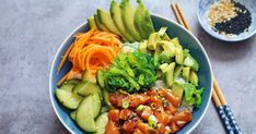 Salmon Poke Bowl - The Well Kitchen Sushi Recipes, Easy Healthy Recipes, Asian Recipes, Avocado Recipes, Hawaiian Poke Bowl, Salmon Y Aguacate, Salmon Poke, Sushi Bowl, Clean Eating
