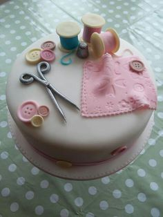 anyone who sews would love a cake like this