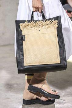 Phillip Lim Primavera/Estate 2018 New York Womenswear My Bags, Purses And Bags, Phillip Lim Bag, Ethno Style, Chanel Tote, Bags 2018, Fashion Bags, Fashion Mode, Cute Handbags