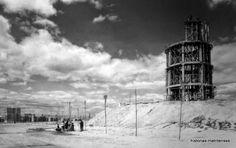 Construcción del depósito de agua de la calle Hermanos García Noblejas (abril 1964). Fondo Portillo. Archivo Regional Comunidad de Madrid.