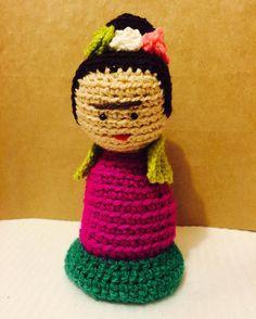artebriela:: Frida Kahlo tejidaideal para regalar.Consultas a mi correo gaba2603@gmail.com.  #hechoamano #flores #lanas #emprender #fridakahlo #frida #puertovaras #amigurumi #crochet