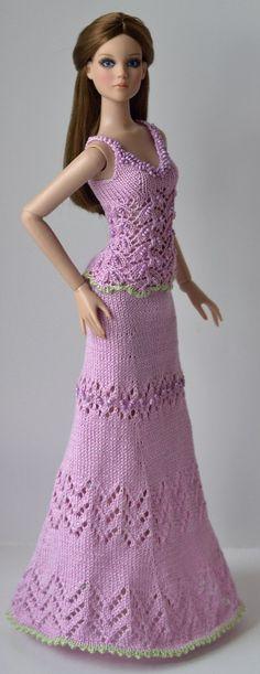 Анастасия Чудиновских Barbie Knitting Patterns, Knitting Dolls Clothes, Crochet Doll Clothes, Crochet Dolls, Barbie Dress, Barbie Clothes, Diva Dolls, Barbie Friends, Barbie And Ken