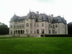Ochre Court 01.jpg  a large châteauesque mansion in Newport, Rhode Island, USA. Commissioned by Ogden Goelet, it was built at a cost of $4.5 million in 1892. It is the second largest mansion in Newport after nearby The Breakers. These two mansions, along with Belcourt Castle (the third largest mansion) and Marble House, were designed by architect Richard Morris Hunt. It is owned by Salve Regina University.  Wiki