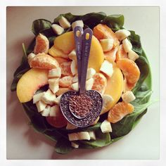 Green Smoothie: Baby Spinach, Oranges, Banana, Frozen Peaches, Chia Seeds, Flax Seeds, and Water -Drea