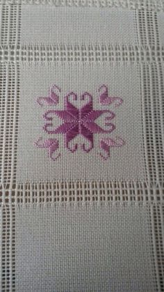 This post was discovered by Sehnaz Ozgen Yavas. Discover (and save!) your own Posts on Unirazi. Hardanger Embroidery, Hand Embroidery Stitches, Ribbon Embroidery, Embroidery Designs, Cross Stitch Material, Cross Stitch Patterns, Swedish Weaving Patterns, Drawn Thread, Stitch Design