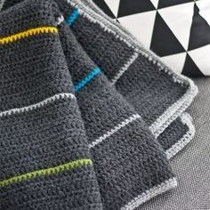Love the color combo-Handmade cozy blanket with nordic design. Perfect for men's style and cold winters!(in Spanish)