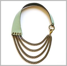 Maxi Collar de Piel Verde Jade y Cadenas Bronce. Geen Jade Leather and Brass Chains Necklace.  www.lesespirals.com