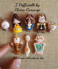 Fait main – A Polymer Clay Disney - Pour Vous Polymer Clay Disney, Cute Polymer Clay, Cute Clay, Polymer Clay Dolls, Polymer Clay Miniatures, Polymer Clay Charms, Polymer Clay Creations, Diy Clay, Handmade Polymer Clay