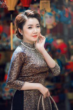 Cute Asian Girls, Hot Girls, Asian Ladies, Beautiful Asian Women, Exotic Women, Vietnamese Dress, Ao Dai, Flower Dresses, Hair Today