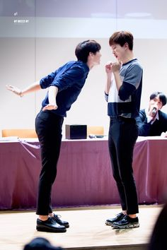 Leo & Hongbin cr: MY BREEZE MY // DO NOT EDIT
