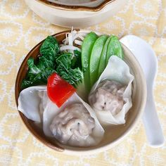 Won Ton Soup. Won Ton Soup - Noodles with a savory filling in a clear broth with crisp vegetables. Wine Recipes, Asian Recipes, Soup Recipes, Healthy Recipes, Ethnic Recipes, Delicious Recipes, Yummy Asian Food, Yummy Food, Forgotten Chicken