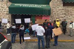 Los comerciantes acusan de irregularidades a la Dirección de Mercados del Ayuntamiento de Morelia; aseguran que la rehabilitación de sus espacios ha tardado más de lo que se les prometió, ...
