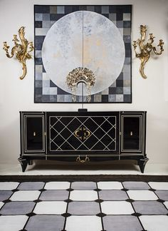 Chinoiserie. Dramatic black and gold vignette