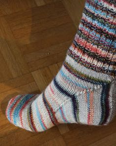 A different way to make a heel: Squircle Crafts To Make, Heels, How To Make, Fashion, Sock Knitting, Moda, Crafting, High Heels, Fasion