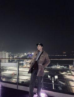 BTS's RM (Namjoon) enjoying his free time with the rest of BTS 🙊🙊 Jung Hoseok, Kim Namjoon, Kim Taehyung, Seokjin, Mixtape, Jimin, Bts Bangtan Boy, Steve Aoki, Hip Hop