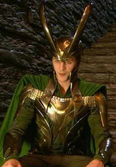 Tom Hiddleston behind the scenes of 'Thor', Extras. Costume Loki, Loki Cosplay, Loki Thor, Loki Laufeyson, Marvel Avengers, Thomas William Hiddleston, Tom Hiddleston Loki, Loki God Of Mischief, Marvel Characters