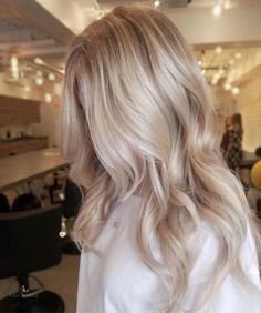 Beautiful cool blonde by Ash Blonde Balayage americansalon Beautiful blon blonde Cool hairbyrachface Ash Blonde Balayage, Blonde Hair With Highlights, Hair Color Balayage, Ombre Hair, Bright Highlights, Babylights Blonde, Blonde Foils, Blonde Shades, Caramel Highlights