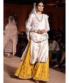 Deepika Padukone at Anju Modi's Bajirao Mastani Collection Launch Pakistani Outfits, Indian Outfits, Ethnic Outfits, Indian Dresses, Traditional Fashion, Traditional Outfits, Indian Attire, Indian Wear, India Fashion