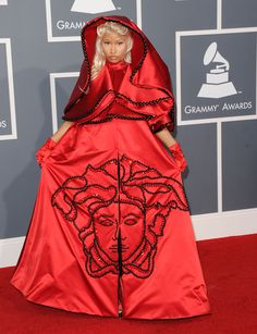 Nicki Minaj at the annual Grammy Awards dressed as the 'Whore of Babylon'. The image on her robe depicts Medusa, who was Semiramis, Queen of Babylon (see The Mysteries of King Arthur, Medusa and Pandora's Box) Beyonce, Rihanna, Taylor Swift 2014, Britney Spears 2000, Celine Dion, Gwen Stefani, Celebrity Outfits, Celebrity Look, Miley Cyrus