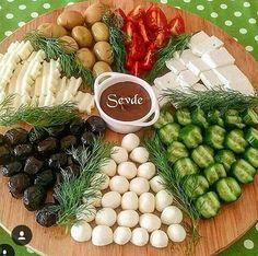 Food presentations – About Holiday Parties Party Food Platters, Cheese Platters, Food Design, Appetizers For Party, Appetizer Recipes, Breakfast Platter, Food Decoration, Antipasto, Creative Food