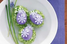 Easter Egg Centerpieces | 26 Creative Easter Egg Decorations and Ideas for Spring Table Decor