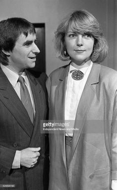 At the Milk Music Awards in the National Concert Hall, Chris de Burgh and his wife Diane.. 386-243 (Part of the Independent Newspapers Ireland/NLI Collection).