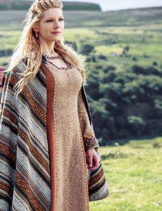 Katheryn Winnick as Lagertha in Vikings Costume Viking, Viking Dress, Viking Warrior, Viking Age, Viking Queen, Viking Woman, Lagertha Lothbrok, Lagertha Hair, Floki