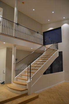 #mittatilausportaat #mittatilaus #tammi #oak #portaat #stairs #traditional #perinneportaat #koti #kodinsisustus #kotisisustus #sisustus Oak Stairs, Koti, Traditional, Home Decor, Decoration Home, Room Decor, Home Interior Design, Home Decoration, Interior Design