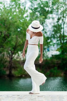 All white summer looks are great for sunny days. Today we are going to look through this sweet compilation of women's wearing totally white outfits, staying All White Outfit, White Outfits, Summer Outfits, Casual Outfits, White Outfit Party, White Fashion, Look Fashion, Street Fashion, Dress Fashion