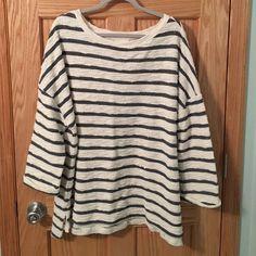 Ava & Viv Sweater/Sweatshirt Navy & Cream color worn 2x comfy top. Ava & Viv Sweaters Crew & Scoop Necks
