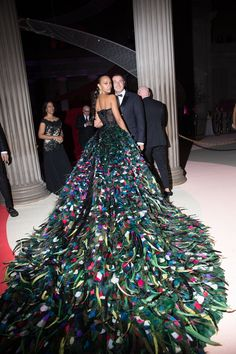 Back view of Zoe Saldana's multi-coloured, feathered Dolce & Gabbana Alta Moda Couture gown at the 2016 Met Gala.