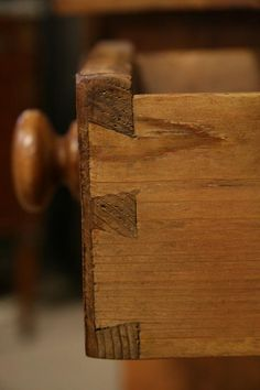 Dovetails - A Clue for Dating Antiques - The Harp Gallery Outdoor Wood Projects, Wood Projects That Sell, Woodworking Projects That Sell, Woodworking Joints, Learn Woodworking, Woodworking Techniques, Woodworking Ideas, Woodworking Magazine, Woodworking Workbench