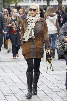 Trucos de estilismo de celebrities para llevar accesorios de invierno: Gwen Stefani