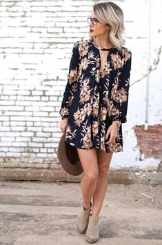 Floral dresses into fall - Jo & Kemp Black Fall Floral Shift Dress Fall Floral Outfit Inspo Mode Outfits, Dress Outfits, Casual Outfits, Dress Casual, Classy Outfits, 70s Outfits, Casual Clothes, Boho Fashion, Autumn Fashion