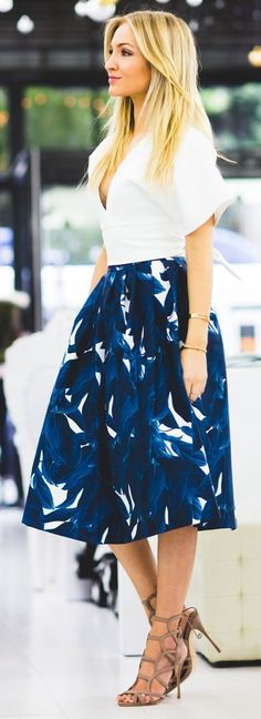 #street #style #womens #fashion #spring #outfitideas | White top + blue print midi skirt + Shutz Heels