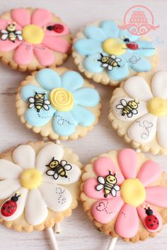 flower icing cookie