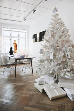 """House of Danish artist Tenka Gammelgaard Photo: Morten Holtum, via Boligmagasinet. Maybe I will go pick up that white tree at the thrift store. """"One day I'm gonna buy me a white Christmas tree"""" White Christmas Tree Decorations, Silver Christmas Tree, Noel Christmas, All Things Christmas, Winter Christmas, Holiday Decor, Christmas Mantles, Victorian Christmas, Xmas Tree"""