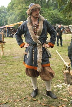 Nice viking outfit, love the colors