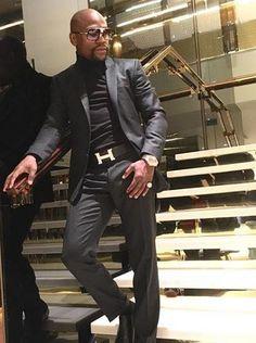 Floyd Mayweather's mansion in Las Vegas reportedly burglarized Floyd Mayweather, Hip Hop Fashion, Mens Fashion, Skinny Suits, Blazer Vest, Mens Gear, Tuxedo For Men, Dapper Men, Well Dressed